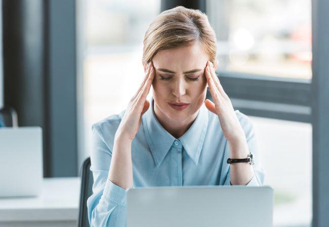 dolor cabeza re Depositphotos_193048206_s-2019