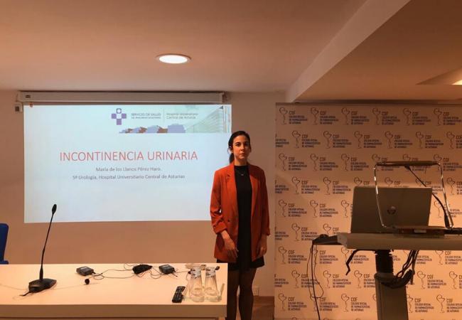 María de los Llanos Pérez Haro, Uróloga del HUCA, en un momento de su intervención celebrada el pasado 27 de febrero