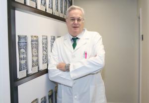 El Colegio de Farmacéuticos de Gipuzkoa exige una rectificación de las declaraciones de Fernando Simón sobre las medidas de seguridad en las farmacias