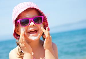 Precauciones para disfrutar del sol sin riesgos tras el confinamiento