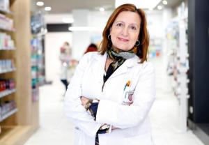 """""""Los farmacéuticos hemos estado en primera línea, tanto de exposición como de compromiso"""", titular de la Farmacia Mª Dolores Viyuela"""