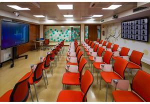El COFB inaugura un aula híbrida, que combina presencialidad y virtualidad para adaptar la formación de calidad en tiempos de COVID-19