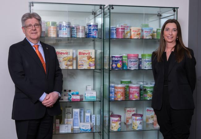 El Dr. Joan Permanyer, presidente y consejero delegado de Laboratorios Ordesa, y Anna Ferret, nueva directora general de la compañía