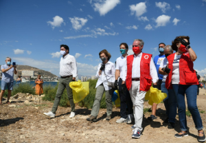 """La Reina Doña Sofía, participa en la campaña del Proyecto LIBERA """"1m2 por las playas y los mares"""""""