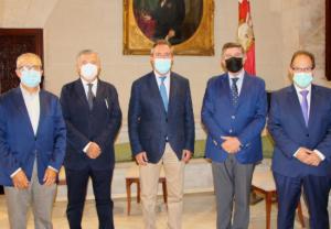 El Colegio y el alcalde de Sevilla se reúnen para abordar las próximas citas mundiales de la profesión que acogerá la ciudad