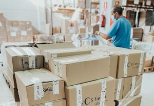 Vcs Farma dona productos de higiene personal a los afectados de la Palma